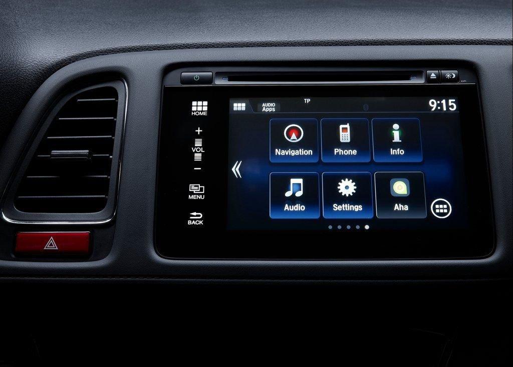 So sánh xe Mazda CX-5 2018 và Honda HR-V 2018 về trang bị giải trí 3