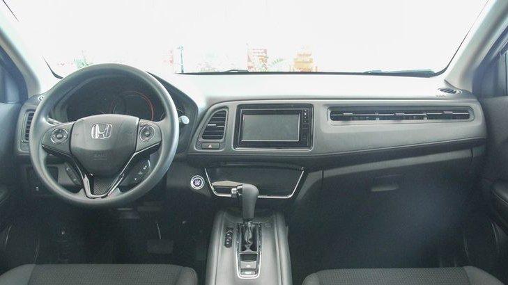 Mazda CX-5 2018 và Honda HR-V 2018 đều có cabin khá thoải mái về thể tích3