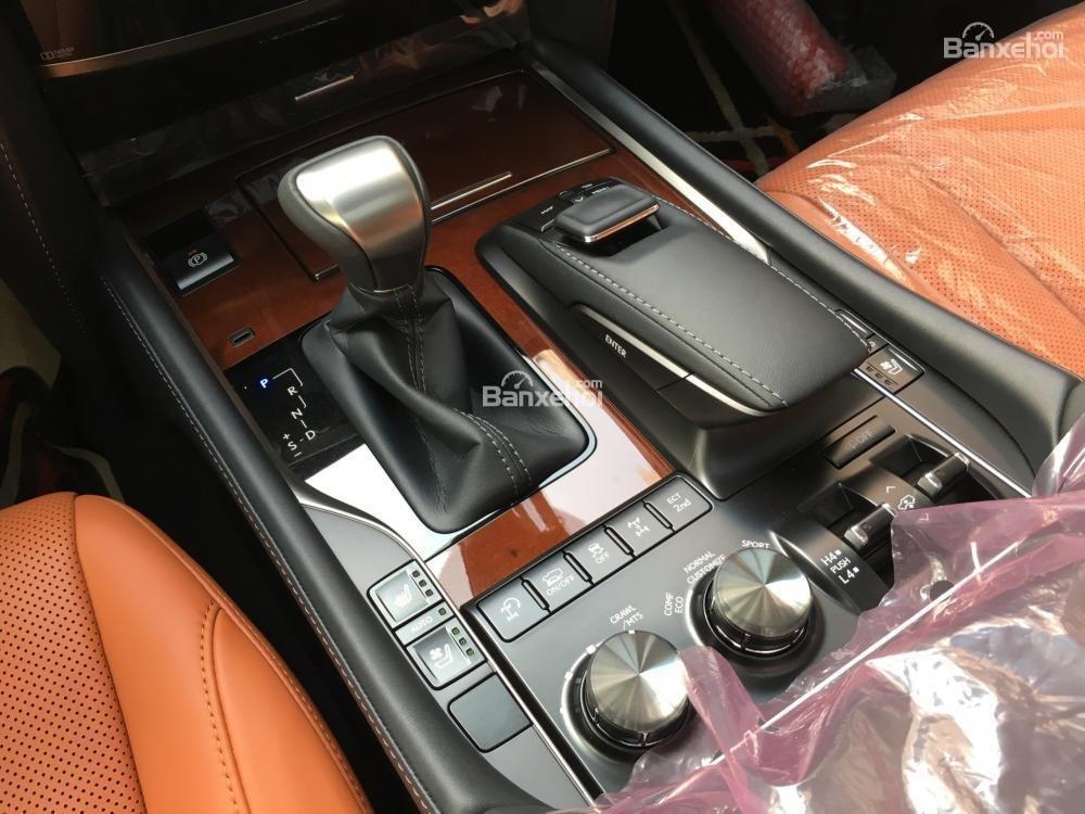 Bán xe Lexus LX 570S SuperSport năm sản xuất 2018, màu đen, nhập khẩu nguyên chiếc-17