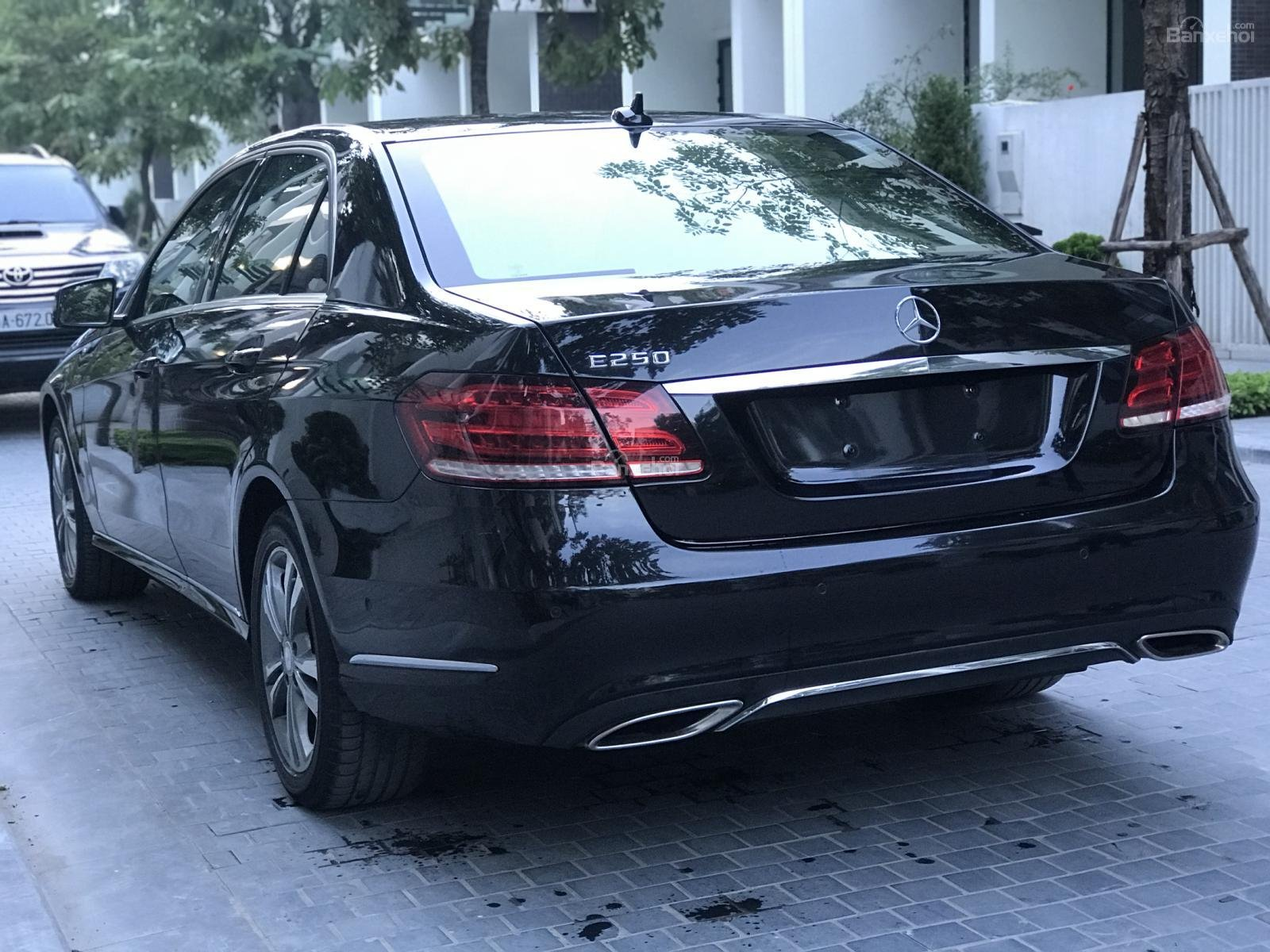 Bán Mercedes E250 2014, màu đen, xe cực đẹp-4