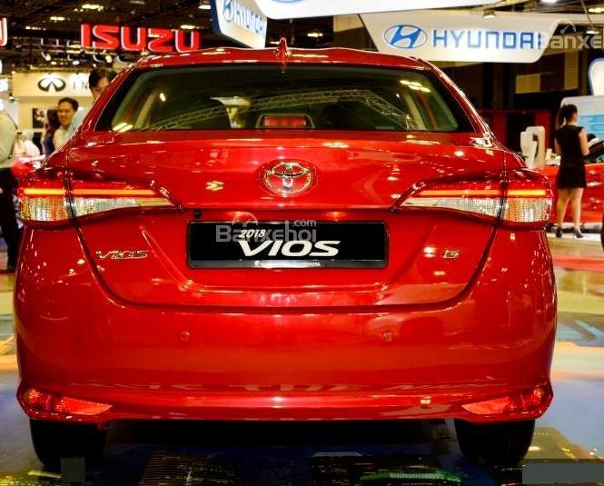 Toyota Vios 2019 và Nissan Sunny 2019 về đuôi xe