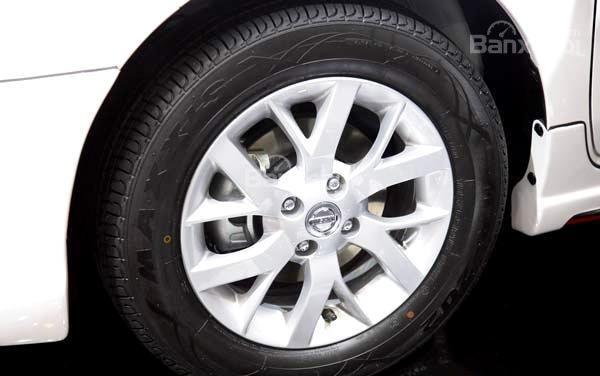 Toyota Vios 2019 và Nissan Sunny 2019 về thiết kế bánh xe 2