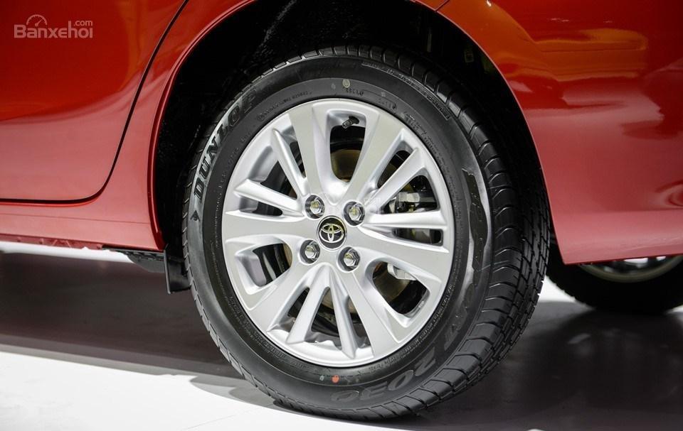 Toyota Vios 2019 và Nissan Sunny 2019 về thiết kế bánh xe