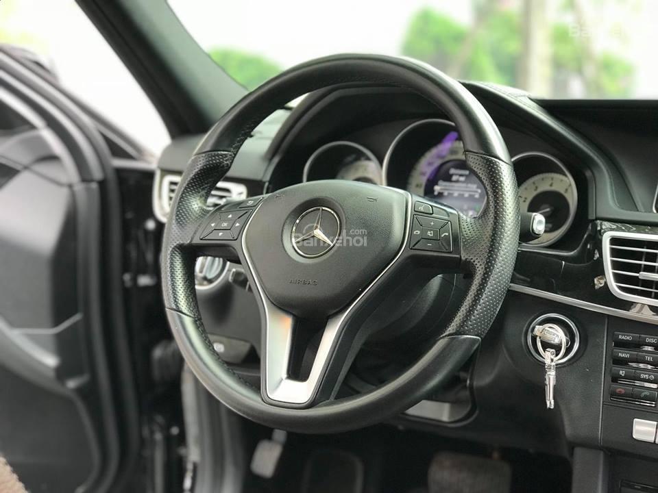 Bán xe Mercedes - Benz E250, màu đen, nội thất nâu-5