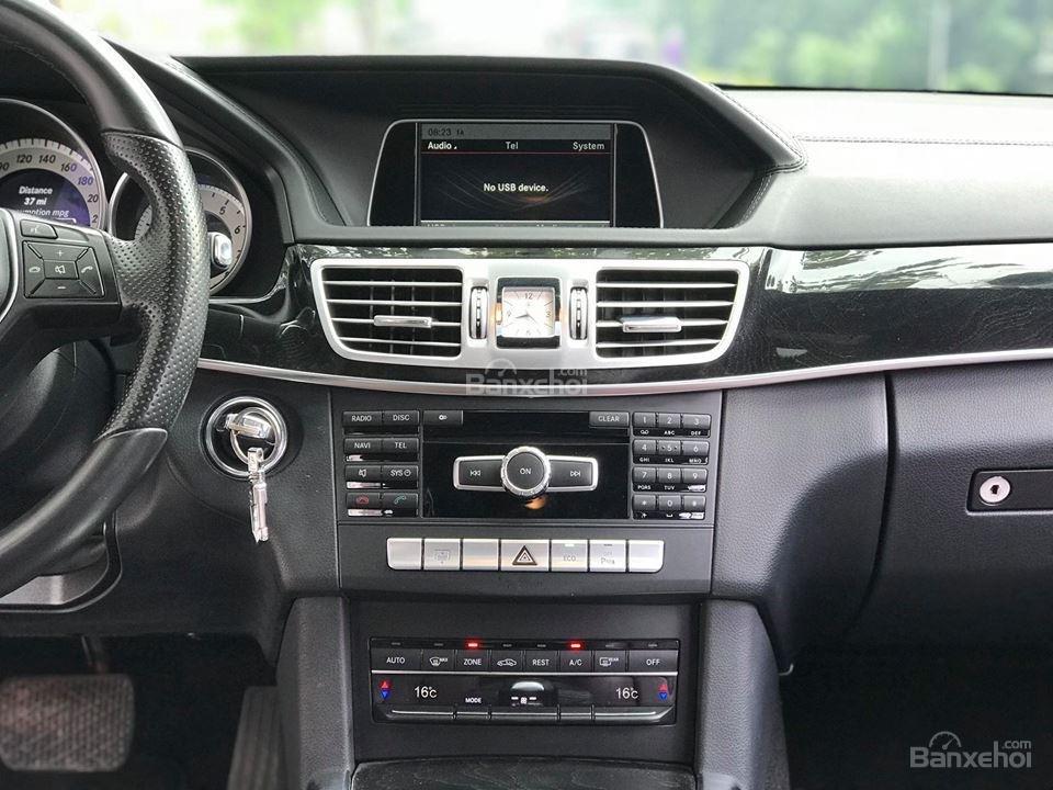 Bán xe Mercedes - Benz E250, màu đen, nội thất nâu-6