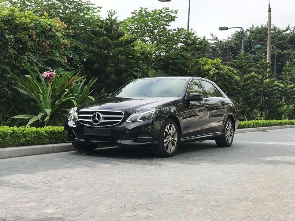Bán xe Mercedes - Benz E250, màu đen, nội thất nâu-1