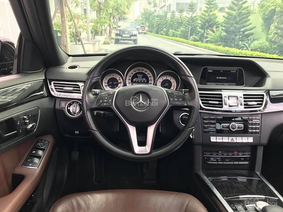 Bán xe Mercedes - Benz E250, màu đen, nội thất nâu-7