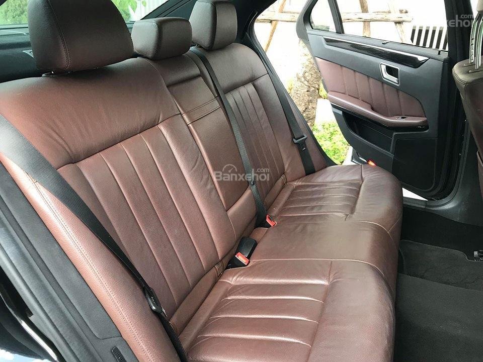 Bán xe Mercedes - Benz E250, màu đen, nội thất nâu-9