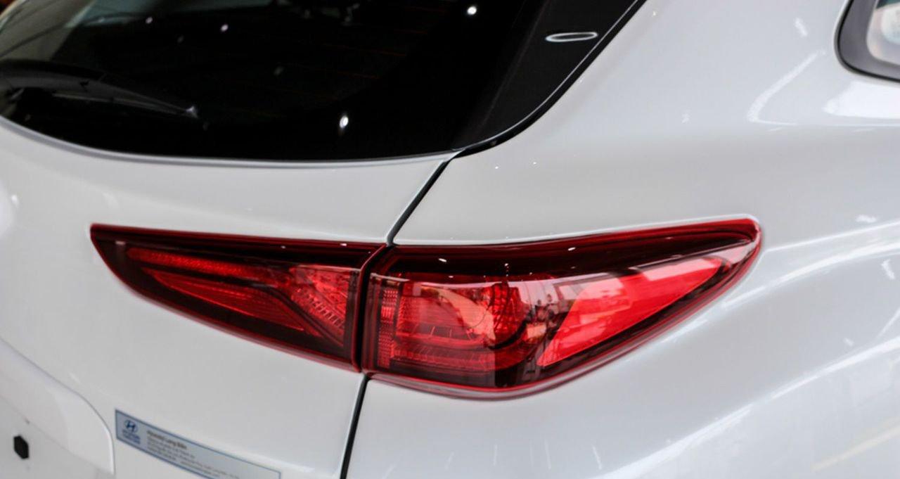 So sánh xe Hyundai Kona 2019 và Toyota Rush 2019 về đuôi xe 7
