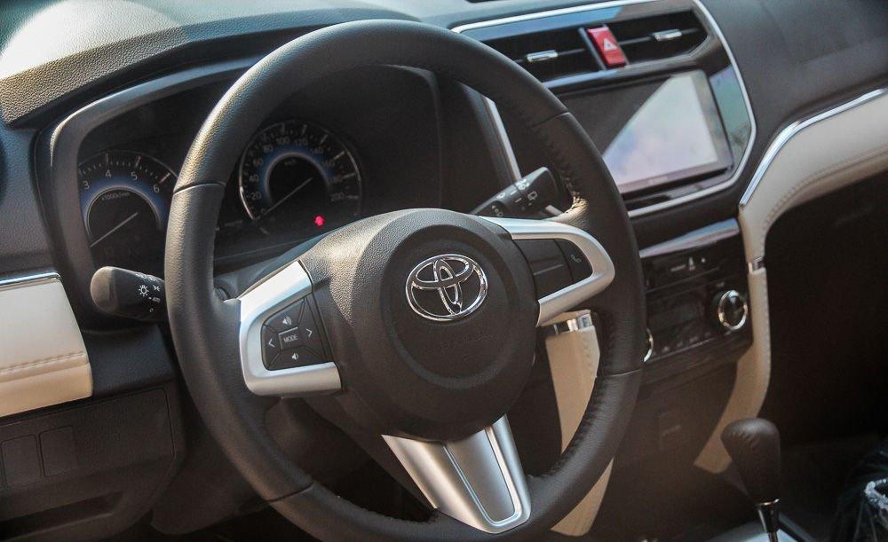 So sánh xe Hyundai Kona 2019 và Toyota Rush 2019 về vô-lăng 3