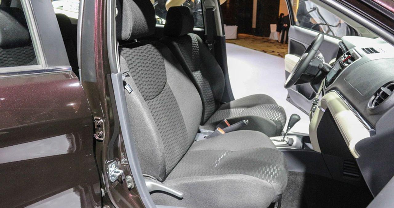 So sánh xe Hyundai Kona 2019 và Toyota Rush 2019 về ghế ngồi 3