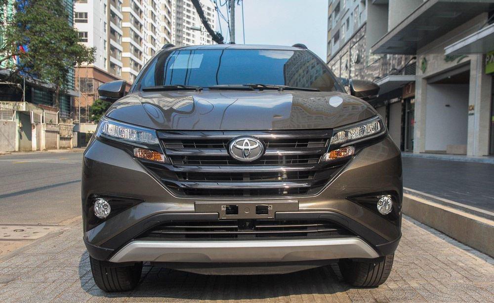 So sánh xe Hyundai Kona 2019 và Toyota Rush 2019 về đầu xe.