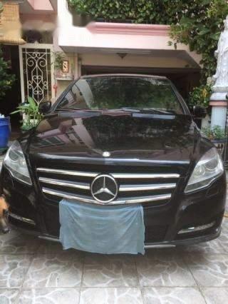 Cần bán Mercedes R300 sản xuất 2011, màu đen-0