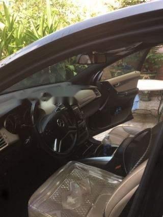Cần bán Mercedes R300 sản xuất 2011, màu đen-1