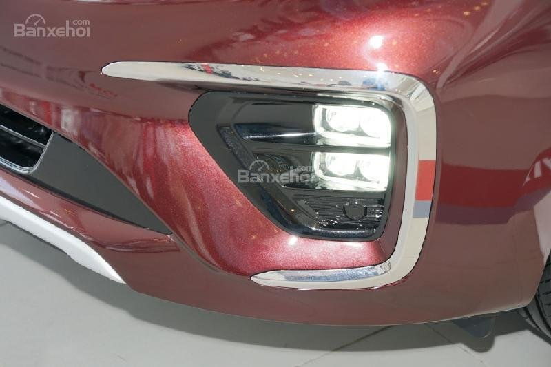 Đánh giá xe Kia Sedona bản Platinum G về đầu xe 3