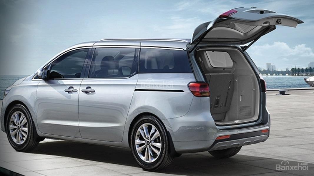 Đánh giá xe Kia Sedona bản Platinum G về không gian chứa đồ 1