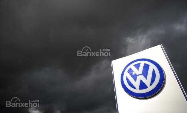 Lợi nhuận quý III của Volkswagen giảm 19% do quy định khí thải mới.