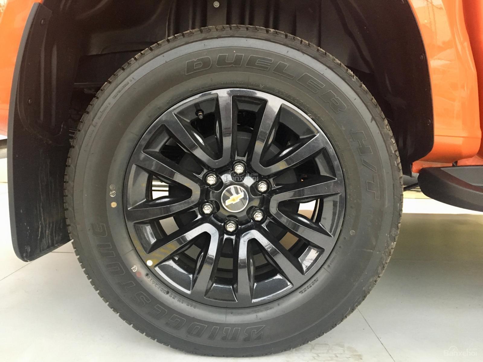 Giá xe Colorado Storm - Phiên bản đặc biệt màu cam - Tặng phụ kiện + giảm giá-8