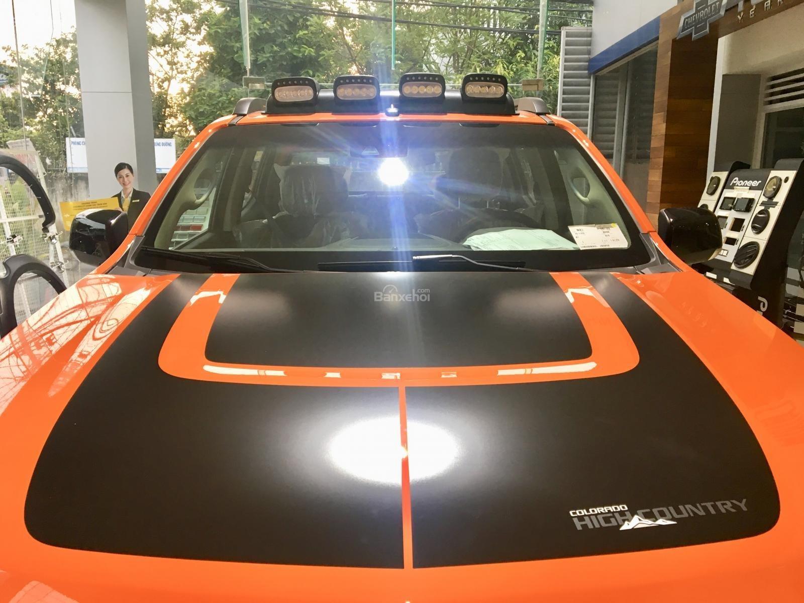 Giá xe Colorado Storm - Phiên bản đặc biệt màu cam - Tặng phụ kiện + giảm giá-4