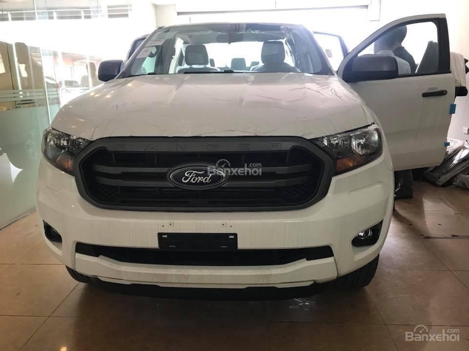 Bán Ford Ranger XLS dòng xe bán tải nhập khẩu hot nhất, hỗ trợ trả góp 80%, có xe giao ngay, alo 0932.449.300-0