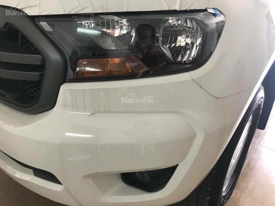 Bán Ford Ranger XLS dòng xe bán tải nhập khẩu hot nhất, hỗ trợ trả góp 80%, có xe giao ngay, alo 0932.449.300-2