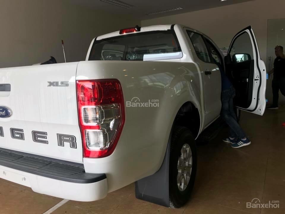 Bán Ford Ranger XLS dòng xe bán tải nhập khẩu hot nhất, hỗ trợ trả góp 80%, có xe giao ngay, alo 0932.449.300-5