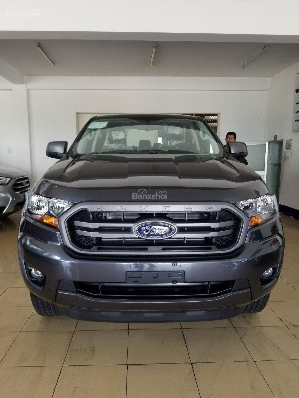 Bán Ford Ranger XLS 2.2L 4x2 AT màu xám - 620 triệu, xe giao ngay, KM phụ kiện chính hãng (2)