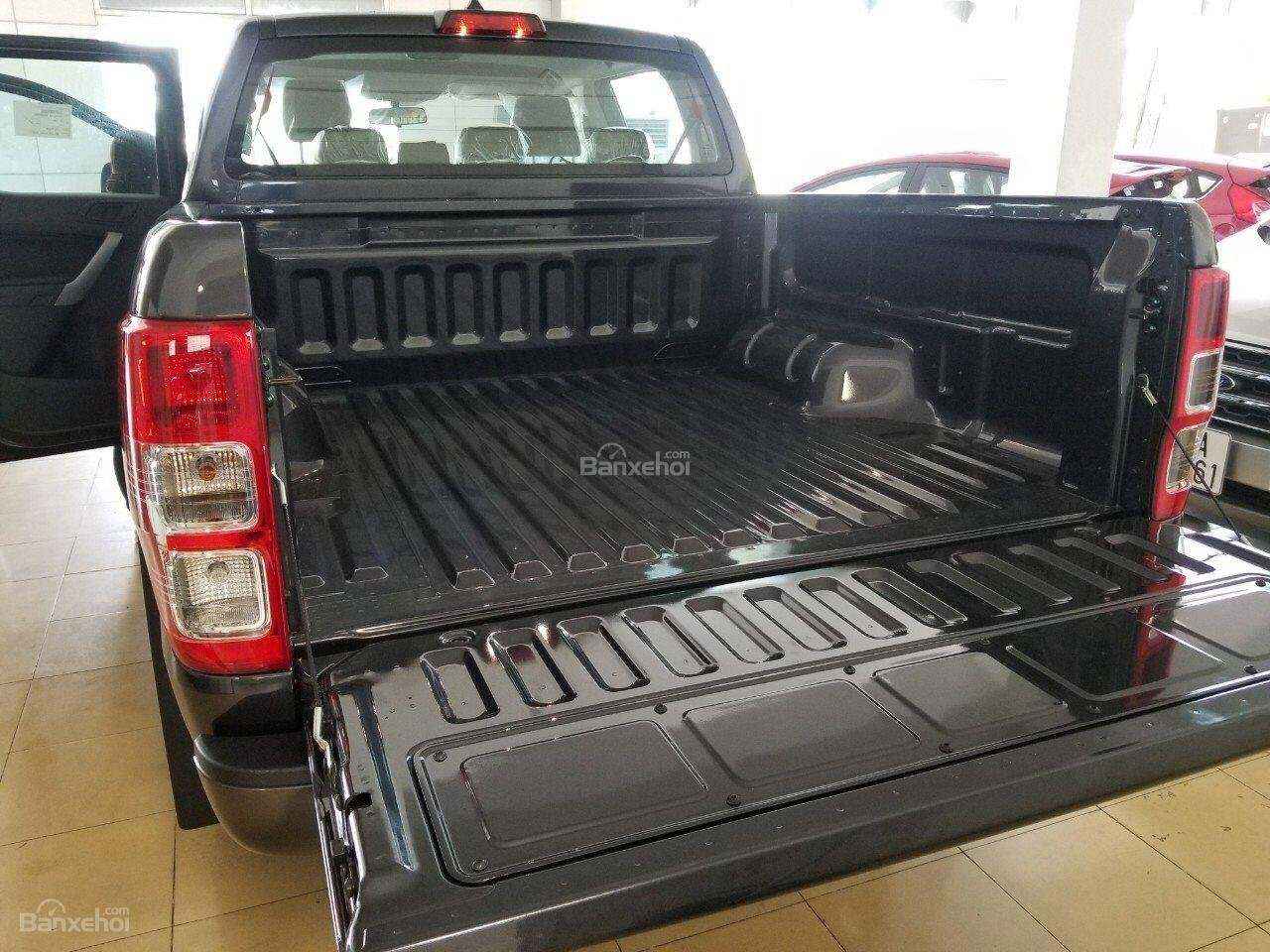 Bán Ford Ranger XLS 2.2L 4x2 AT màu xám - 650 triệu, xe giao ngay KM phụ kiện chính hãng-2