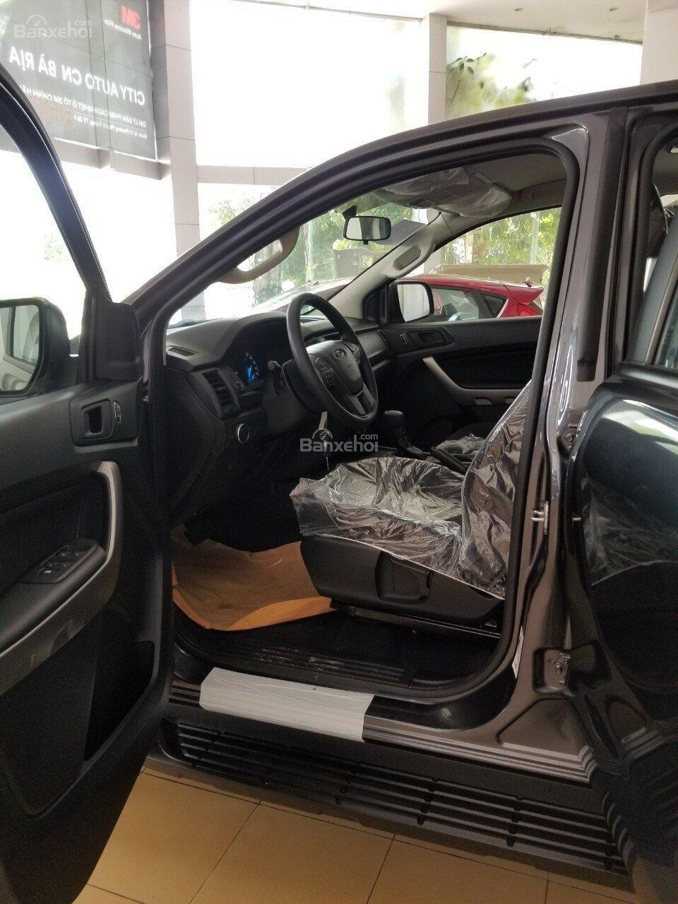 Bán Ford Ranger XLS 2.2L 4x2 AT màu xám - 620 triệu, xe giao ngay, KM phụ kiện chính hãng (5)