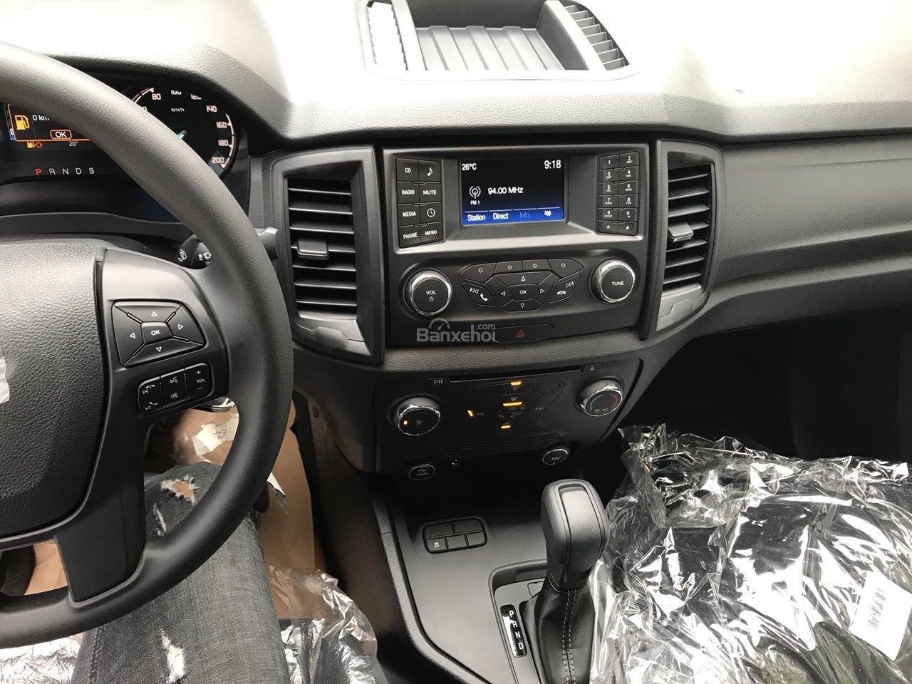 Bán Ford Ranger XLS 2.2L 4x2 AT màu xám - 650 triệu, xe giao ngay KM phụ kiện chính hãng-6