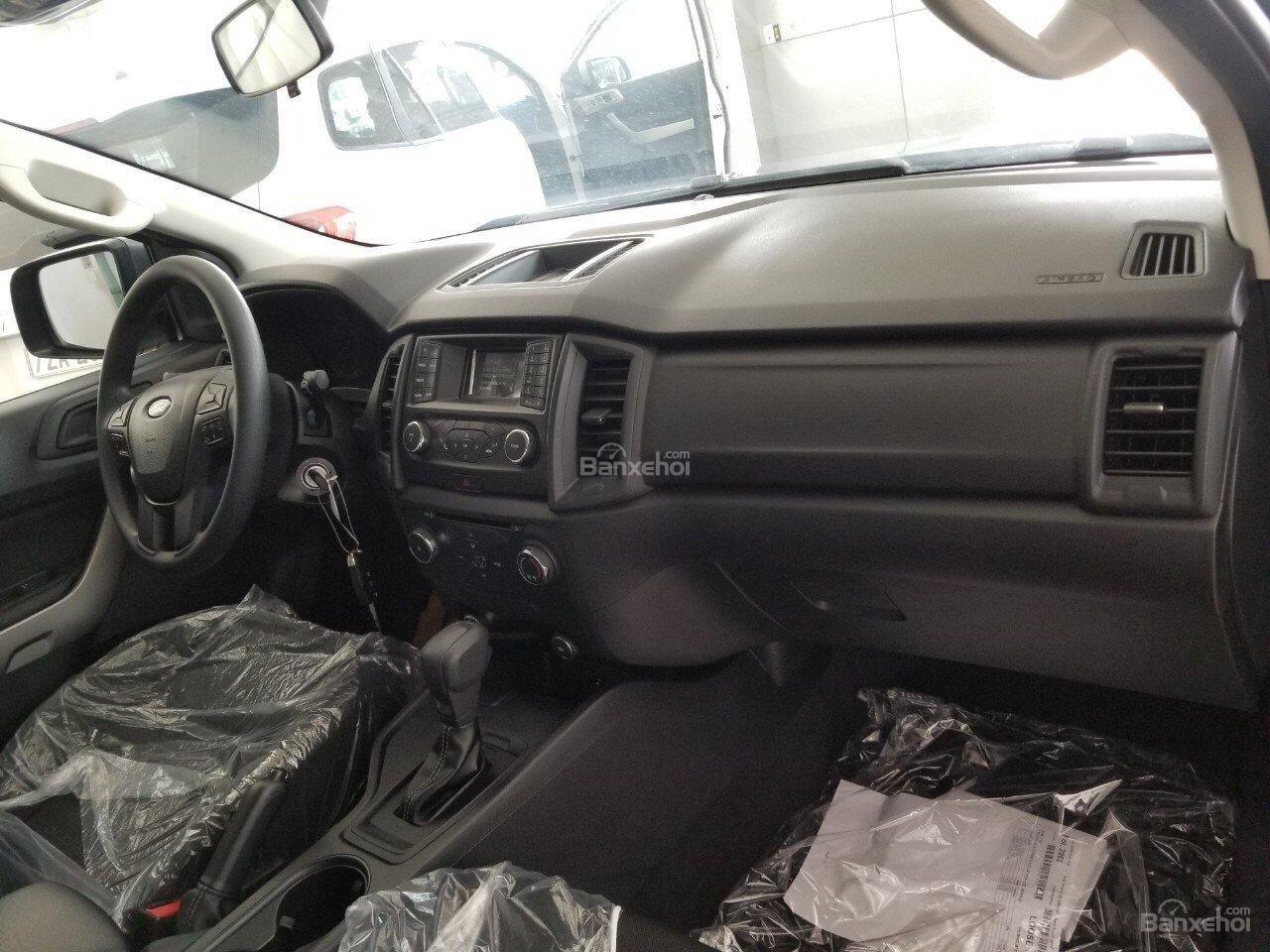 Bán Ford Ranger XLS 2.2L 4x2 AT màu xám - 620 triệu, xe giao ngay, KM phụ kiện chính hãng (8)