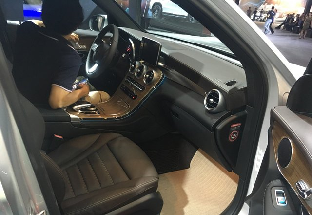 So sánh Volkswagen Tiguan Allspace 2018 và Mercedes GLC250 4Matic 2018 về ghế ngồi 7