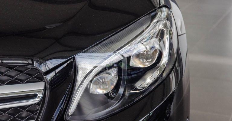 So sánh Volkswagen Tiguan Allspace 2018 và Mercedes GLC250 4Matic 2018 về đầu xe 5