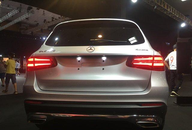 So sánh Volkswagen Tiguan Allspace 2018 và Mercedes GLC250 4Matic 2018 về đuôi xe 3