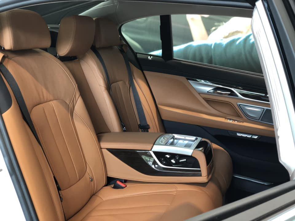 So sánh xe BMW 740Li và Mercedes S450 Luxury về ghế ngồi.