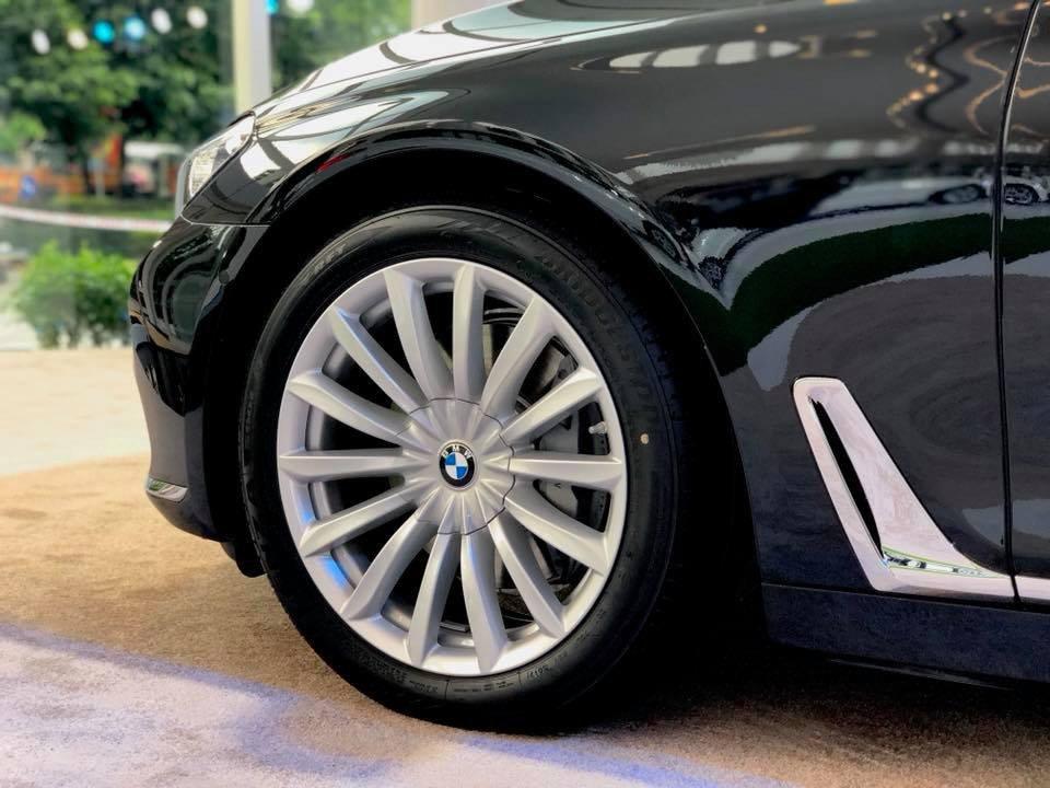 So sánh xe BMW 740Li và Mercedes S450 Luxury về thân xe 5