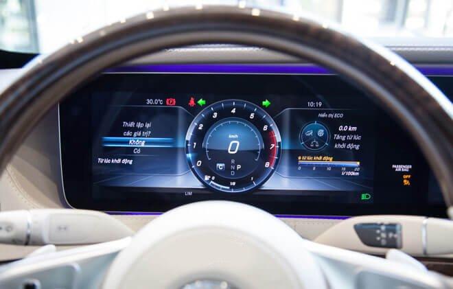 So sánh xe BMW 740Li và Mercedes S450 Luxury về đồng hồ lái 2