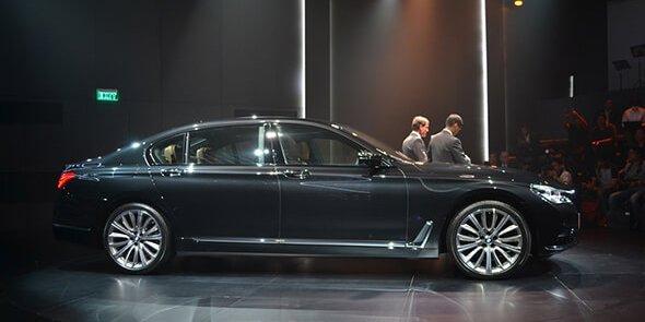 So sánh xe BMW 740Li và Mercedes S450 Luxury về thân xe.