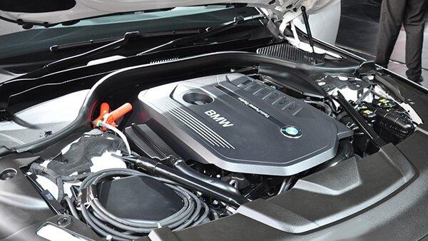 So sánh xe BMW 740Li và Mercedes S450 Luxury về vận hành.