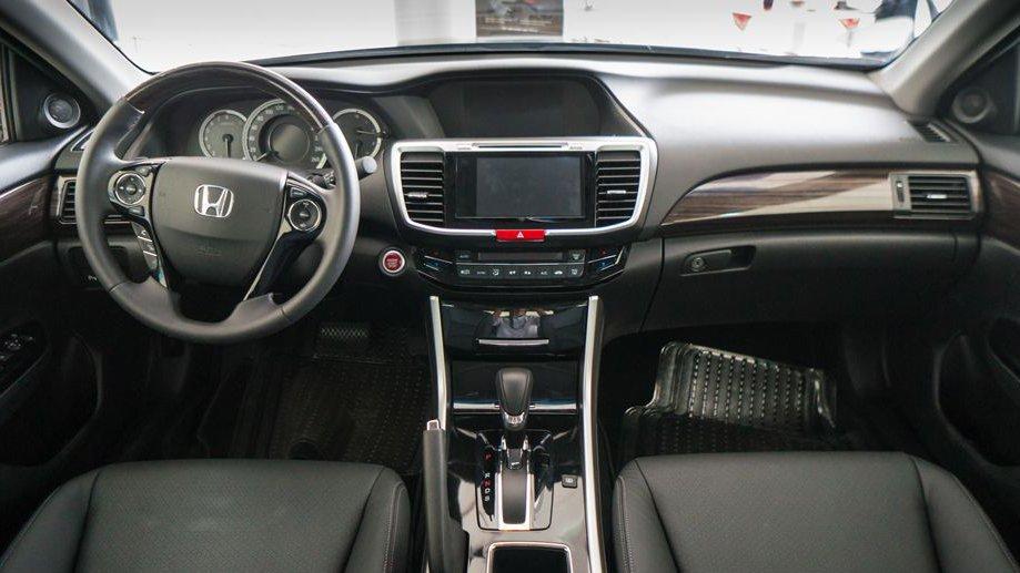 So sánh xe Honda Accord 2019 và Peugeot 508 2019 về nội thất.