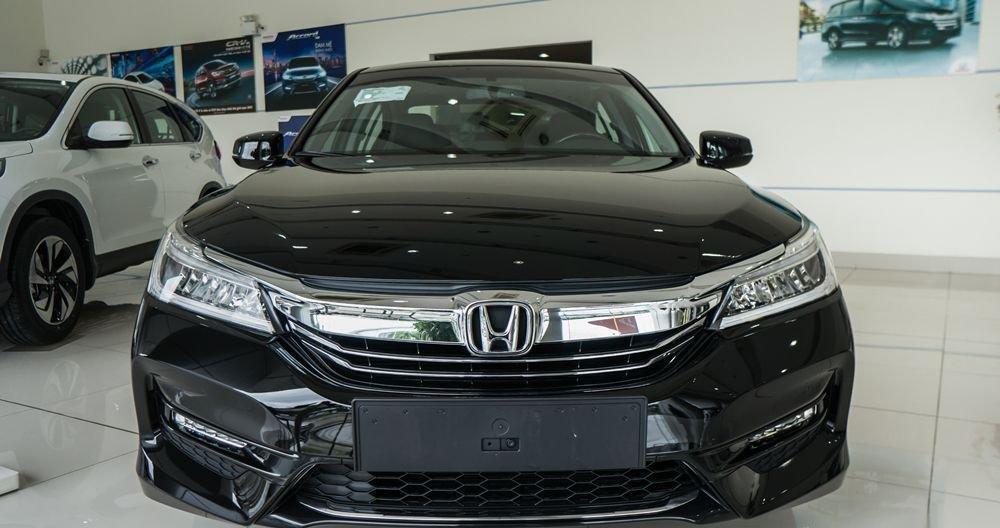 So sánh Honda Accord 2019 và Peugeot 508 2019 về đầu xe.