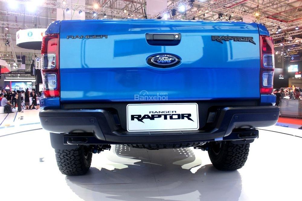Ford Ranger Raptor và Ford Ranger Wildtrak 4x4 AT về đuôi xe 1