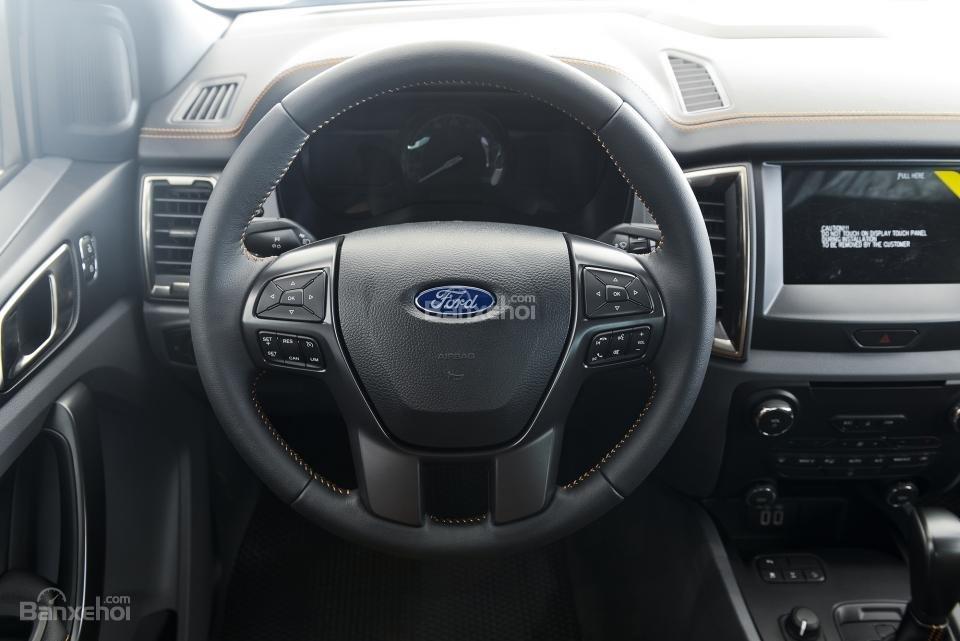 Ford Ranger Raptor và Ford Ranger Wildtrak 4x4 AT về nội thất 4