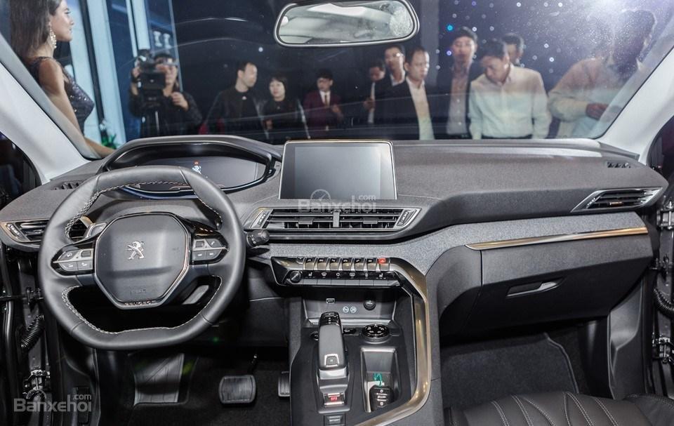 Peugeot 5008 bất ngờ giảm giá niêm yết trong tháng 5 - Ảnh 1.
