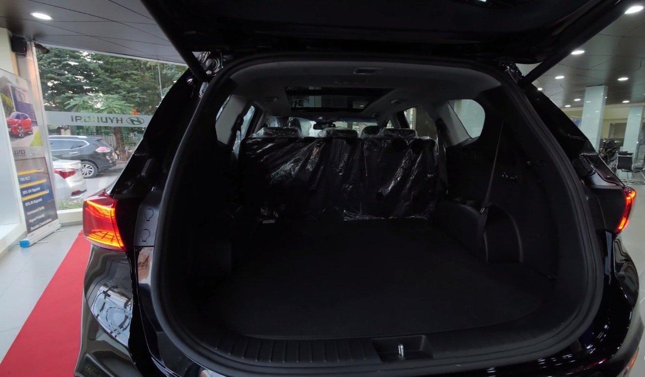 Ảnh chụp cốp xe Hyundai Santa Fe 2019