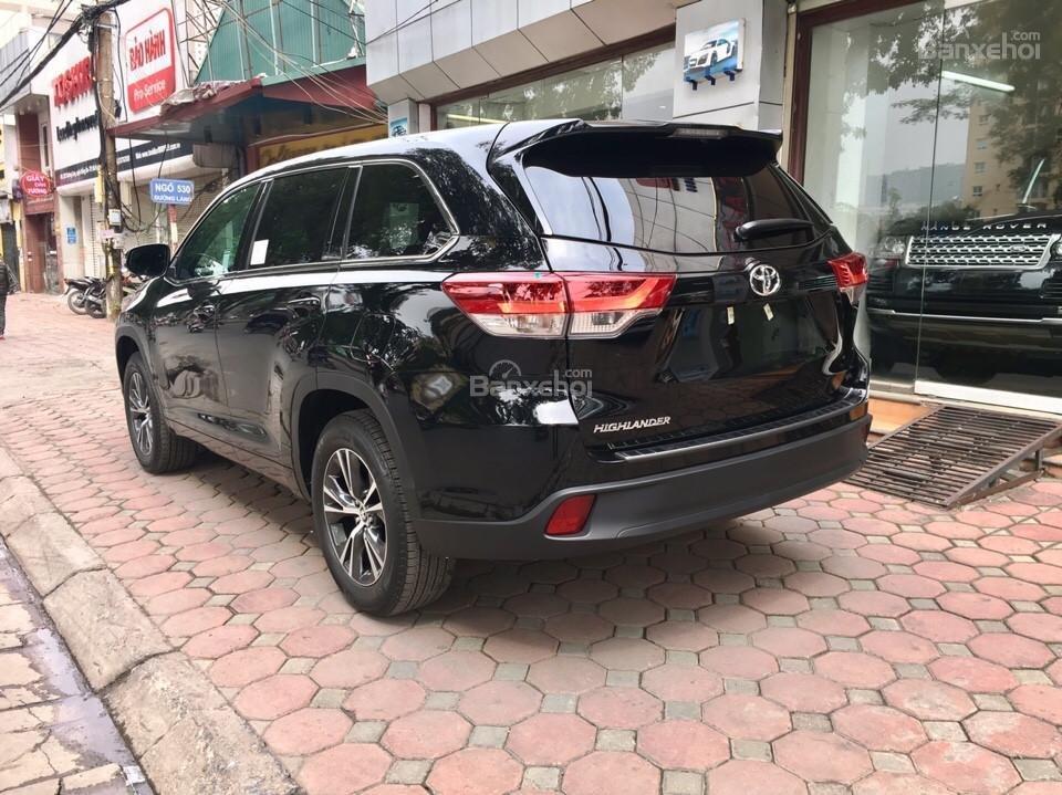 Bán xe Toyota Highlander LE năm 2018, màu đen, màu đỏ nhập khẩu Mỹ, LH em Hương: 0945392468 (22)