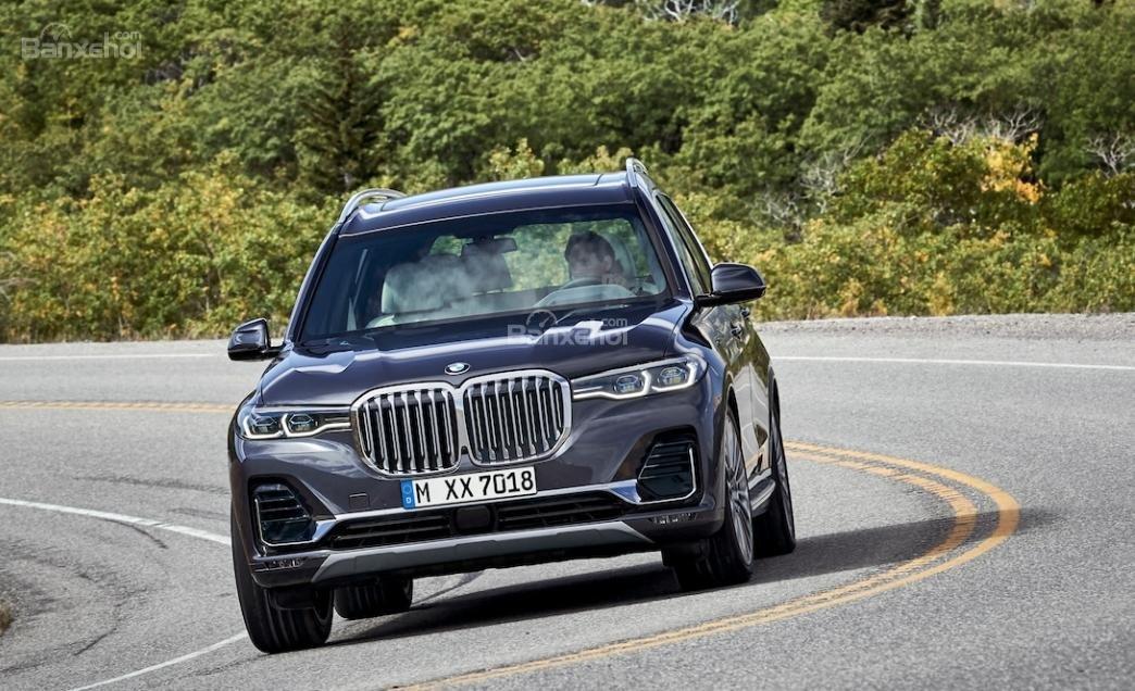 Đánh giá xe BMW X7 2019 về động cơ.