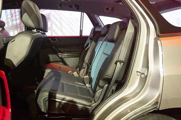 So sánh xe Nissan Terra 2019 và Ford Everest 2019 về ghế ngồi 7