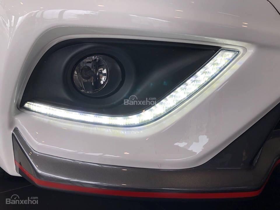 Đánh giá xe Nissan Sunny Q-Series 2019: Đèn sương mù.