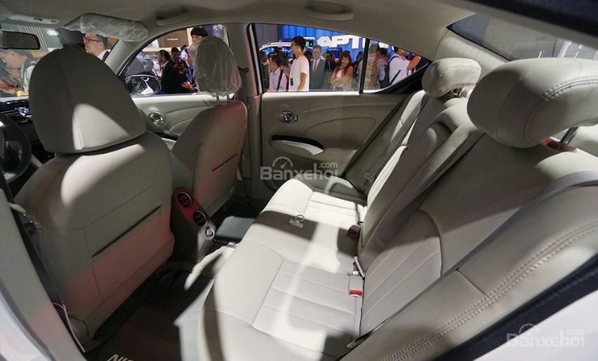 Đánh giá xe Nissan Sunny Q-Series 2019: Hàng ghế sau.